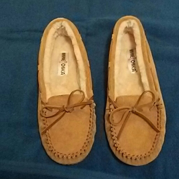 9998c815f Minnetonka Shoes | Sheepskin Soft Moc Size 10 | Poshmark